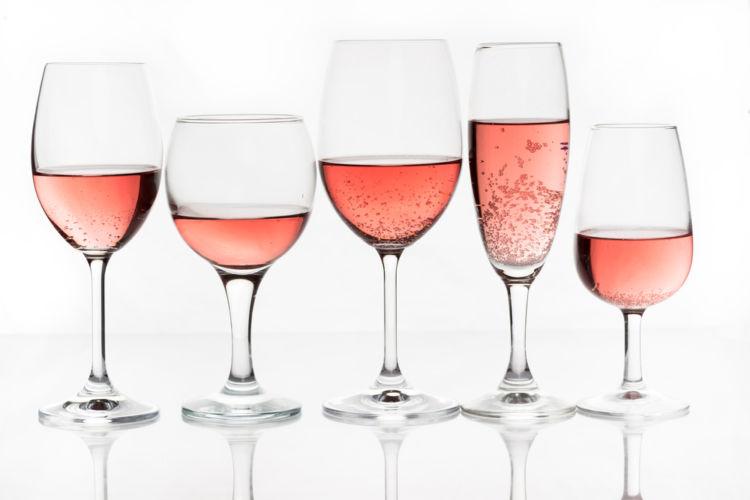 桜の季節を彩る春色ピンクのロゼワインはいかが?