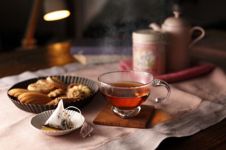 華やかな桃の香りとハーブに癒やされる! 紅茶のお酒でほっと一息