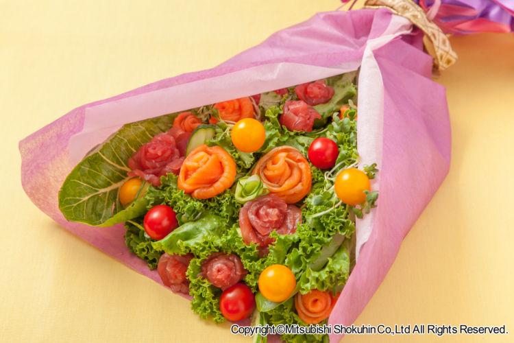 母の日の贈り物にひと工夫! おいしくて美しい「花束ブーケサラダ」