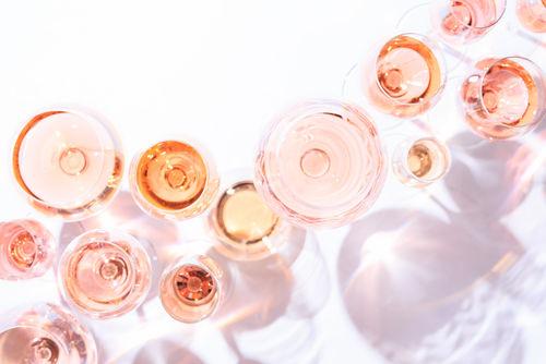 華やかな色合いが人気のロゼワインを飲もう!