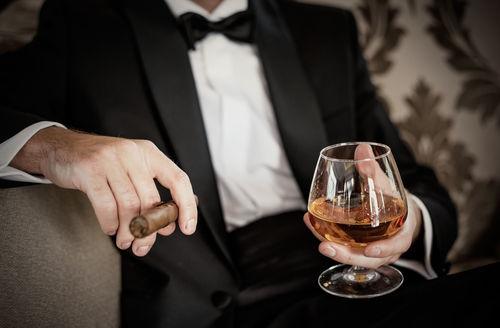 お酒とシガーでゆったりした時間を持つ。シガーアドバイザーという資格