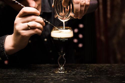 ウイスキーのミルク割り!?女性人気の高い甘口のウイスキーカクテルとは?