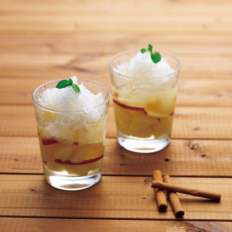 """お酒やフローズンドリンクに """"ふわふわな氷""""をトッピングして味わう!"""