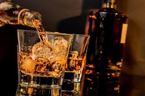 ウイスキーのカロリーと糖質を調べてみました!そのほか気になる成分も