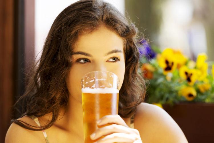 ビールが苦手な女子にも人気! フルーティな「白ビール」とは?