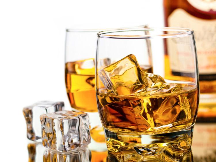 アルコールの適量はどのくらい? 度数の高いウイスキーの適量を知る