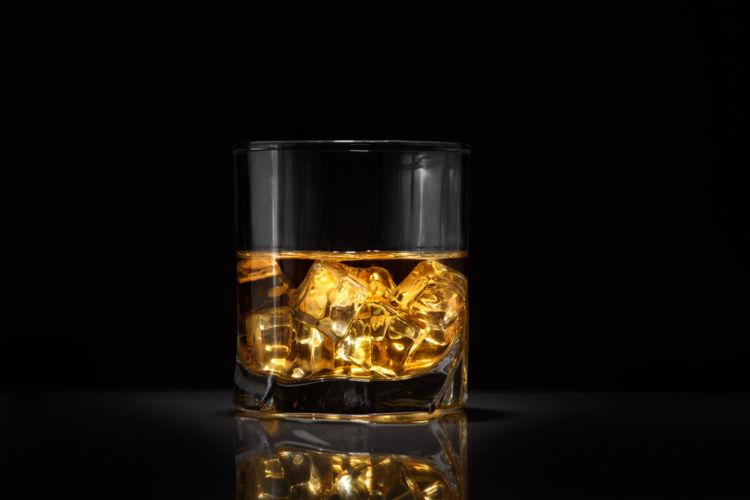 ウイスキーのワンショットって、どれくらい? バーで困らないための基礎知識