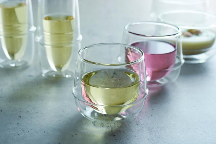 不思議な浮遊感が涼しげ! カジュアルにたのしむワイングラス
