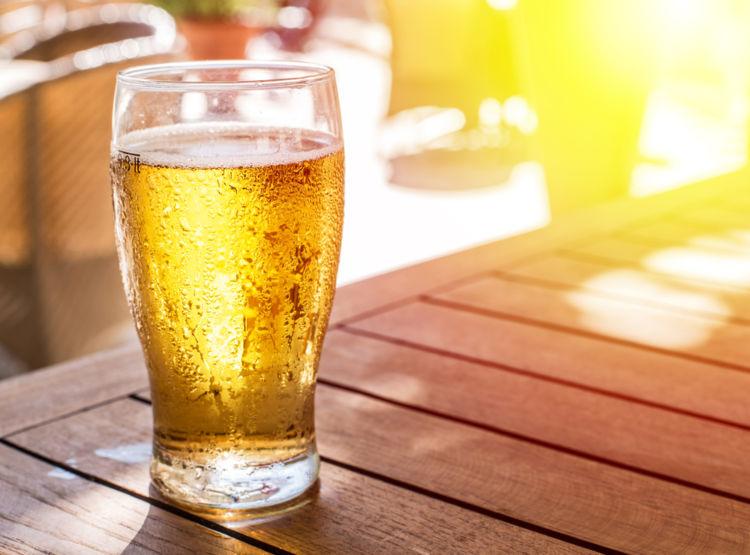 ビールで夢占い! 夢にビールが出てくる意味を解説