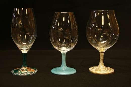美しい脚に思わず見惚れる!伝統の九谷焼から生まれた「ワイン&酒グラス」