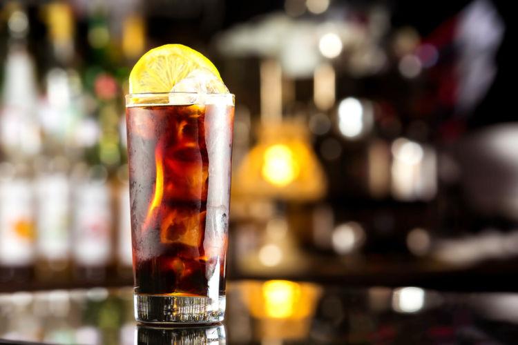コーラとウイスキーのマリアージュ! 「ウイスキー・コーク」の魅力