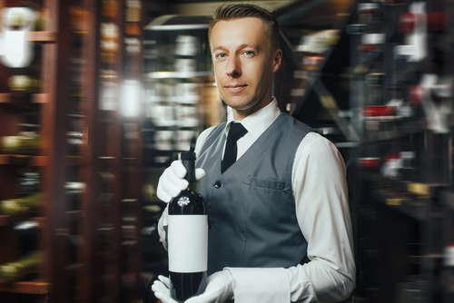ワインのエキスパート、憧れの「ソムリエ」になるには?
