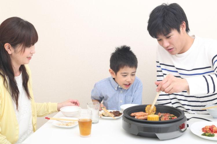 月末の金曜日は親子でお料理。ホットプレートで! ~親子でワイワイ、夏休み最後の鉄板団らん~