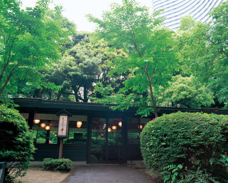 鉄板焼×ビールを堪能! ホテルニューオータニの緑薫る「隠れ家ビアホール」