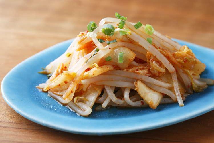 レンジ調理で簡単なピリ辛おつまみ もやしとキムチのレンジナムル