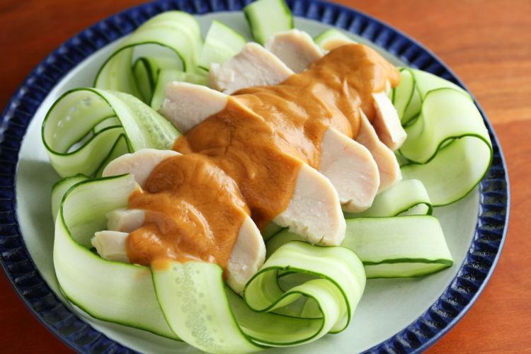 コンビニの人気食材をおつまみにアレンジ!「サラダチキンでバンバンジー」
