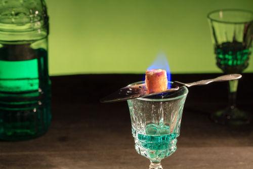 リキュールのおいしい飲み方【アブサン編】|たのしいお酒.jp