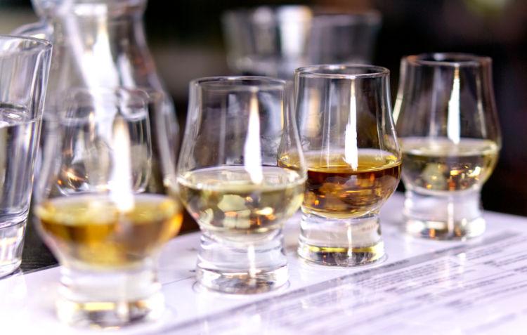 テイスティンググラスでウイスキーを深く味わおう