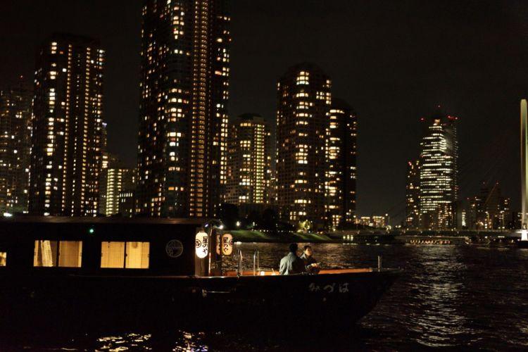 冬の夜景を眺めながら、おでんと熱燗を粋にたのしむ「東京・冬夜の舟あそび」