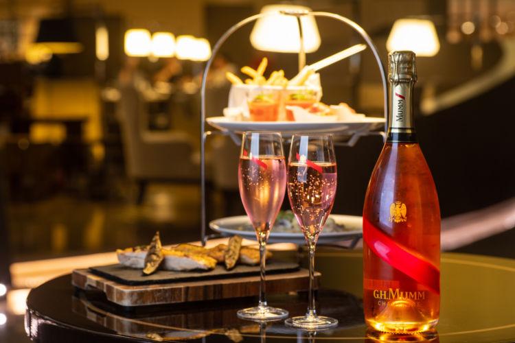 東京マリオットホテルで、美食&美酒のイブニングハイティーを優雅に堪能!