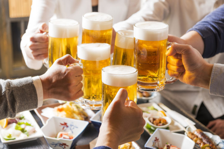 """働く女性の約3人に1人は""""飲み会対策""""しています!大人の女性はお酒の席もスマートに"""