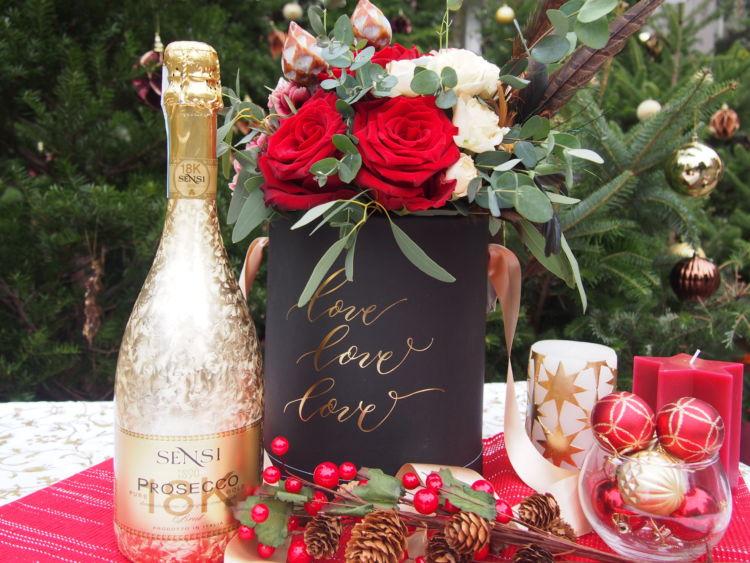 """クリスマスギフトにおすすめ。""""華やかなお花とワインのセット""""を贈ろう!"""