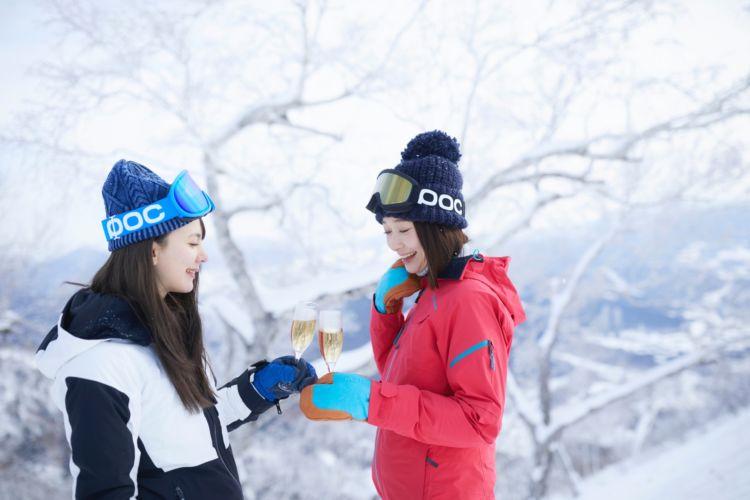 トマムスキー場に「絶景シャンパンバー」出現! 冬山を眺めながら贅沢な時を