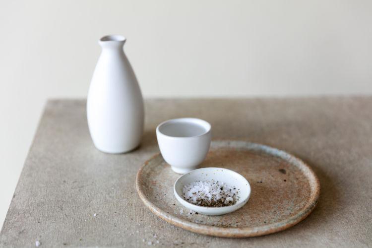 日本酒と塩の組み合わせがうまい! 塩を肴に粋な晩酌をたのしもう【SAKE DIPROMA監修】