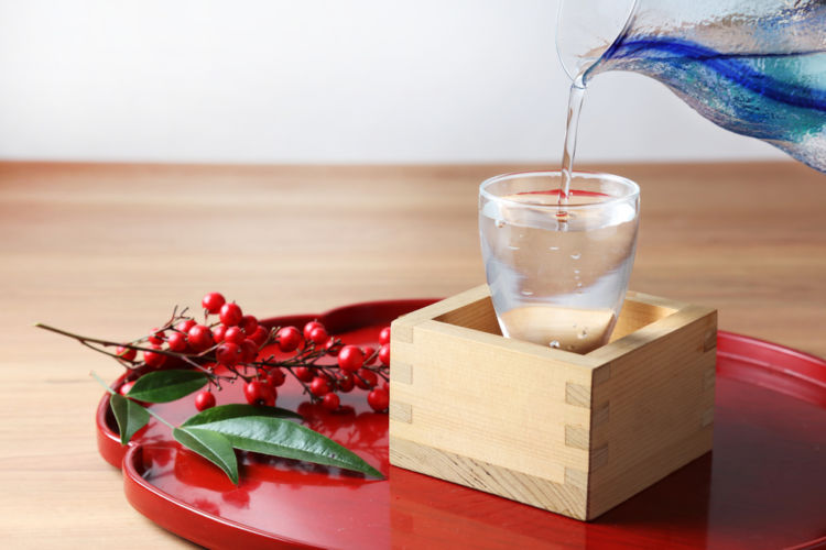 日本酒の「盛りこぼし」とは? その意味や飲み方を知ろう!