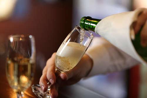 ワインとスパークリングの違いって?シャンパンについて