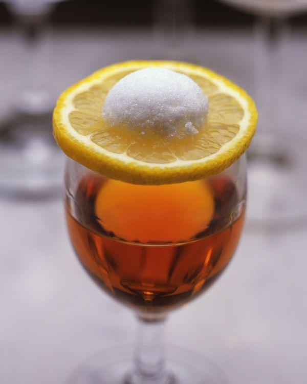口の中で完成するカクテル「ニコラシカ」の驚きの飲み方
