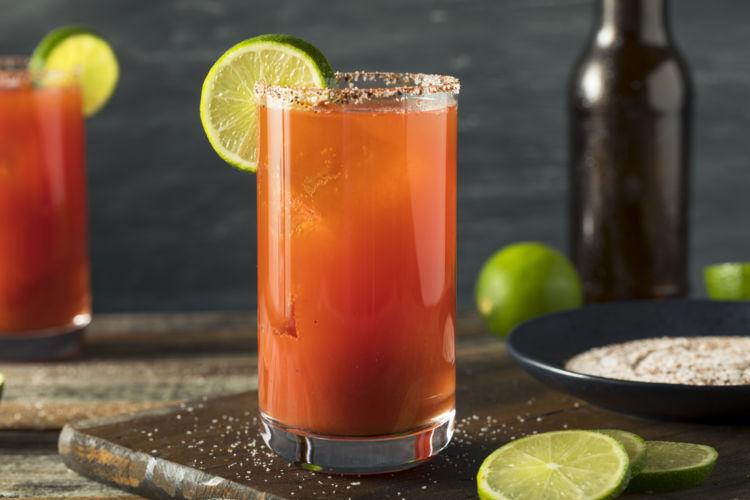 ビールとトマトのカクテル「レッドアイ」の魅力とは?