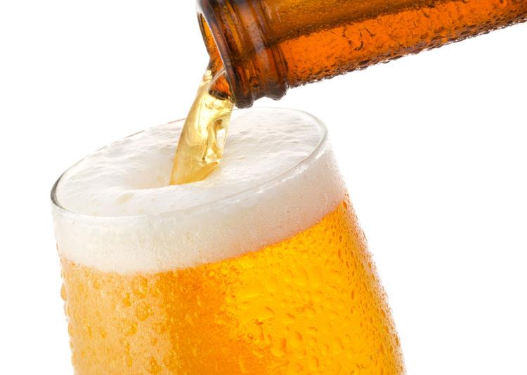 ビールを注ぐ際に気をつけたいマナーは? おいしく感じる注ぎ方のコツ