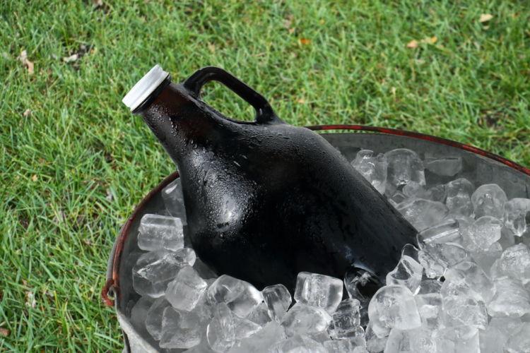 ビールを入れる水筒「グラウラー」の選び方