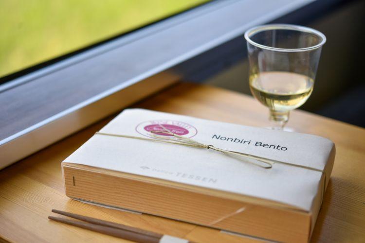 ワインを飲み放題でたのしむ『北信濃ワインバレー列車』
