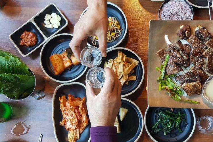 フレッシュな口あたりに驚く、韓国焼酎の魅力
