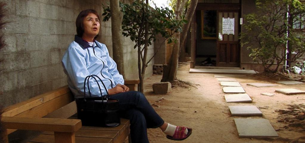 『精神』(2008年、日本)は、日本の精神科外来クリニックの複雑な世界を見つめたドキュメンタリー。自殺傾向、貧困、羞恥心、不安、社会不安などを抱えた人々の生活を捉えている。