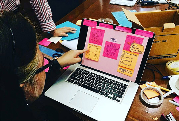 05-user-testing-stickies-laptop