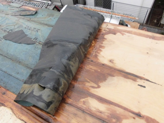 屋根の防水シート劣化による雨漏り