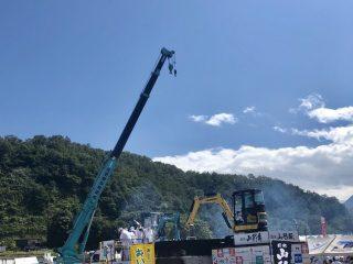 巨大な重機で盛り付け!山形県の『日本一の芋煮会』のスケールが規格外すぎる