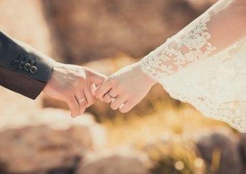 フリーランスが結婚したらすべき手続きや控除について