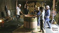 Coopers pass on skills for soy sauce barrels