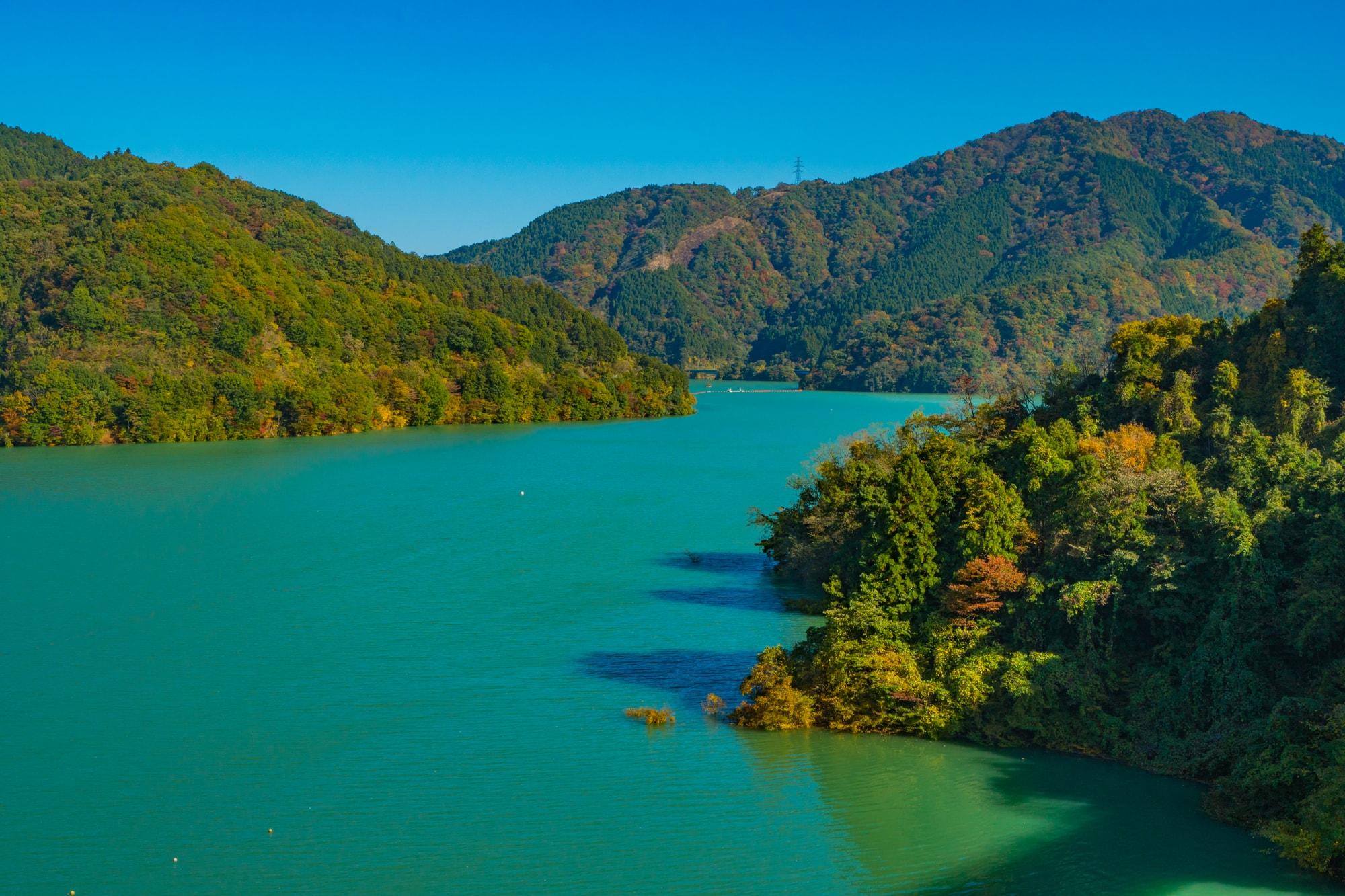 宫濑湖秋天的风景