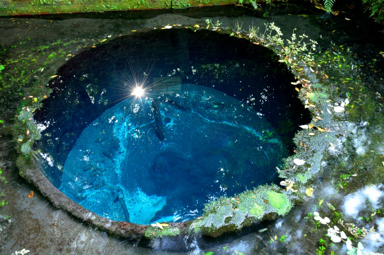 Kakitagawa Park and it's Clear, Cobalt Blue Spring Water|THE GATE|Japan  Travel Magazine: Find Tourism & Travel Info