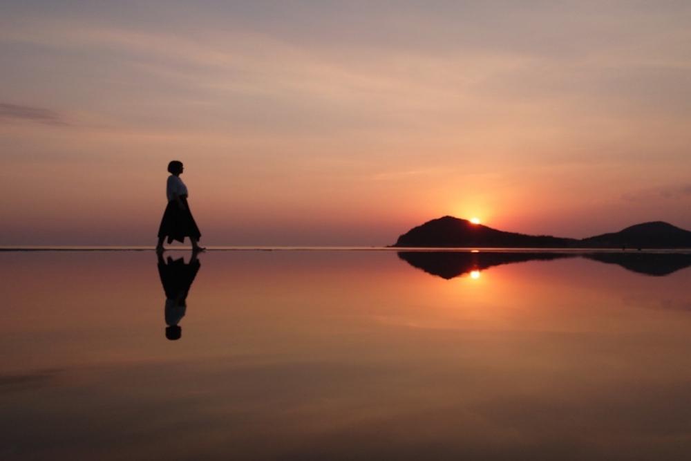 香川県のウユニ塩湖と呼ばれる父母ヶ浜
