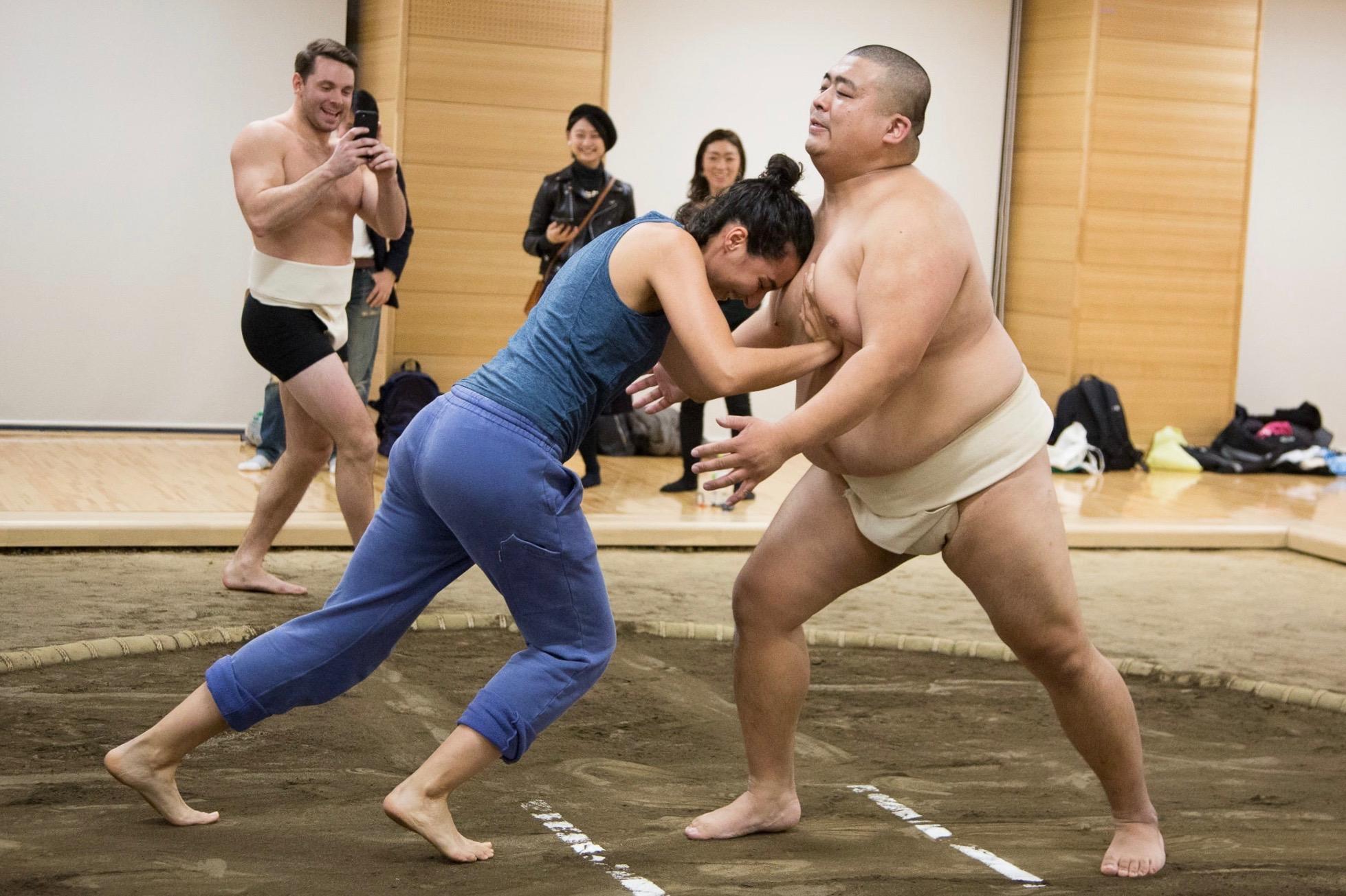 東京/三鷹/相撲】元大相撲力士と土俵で相撲トレーニングの見学 THE ...