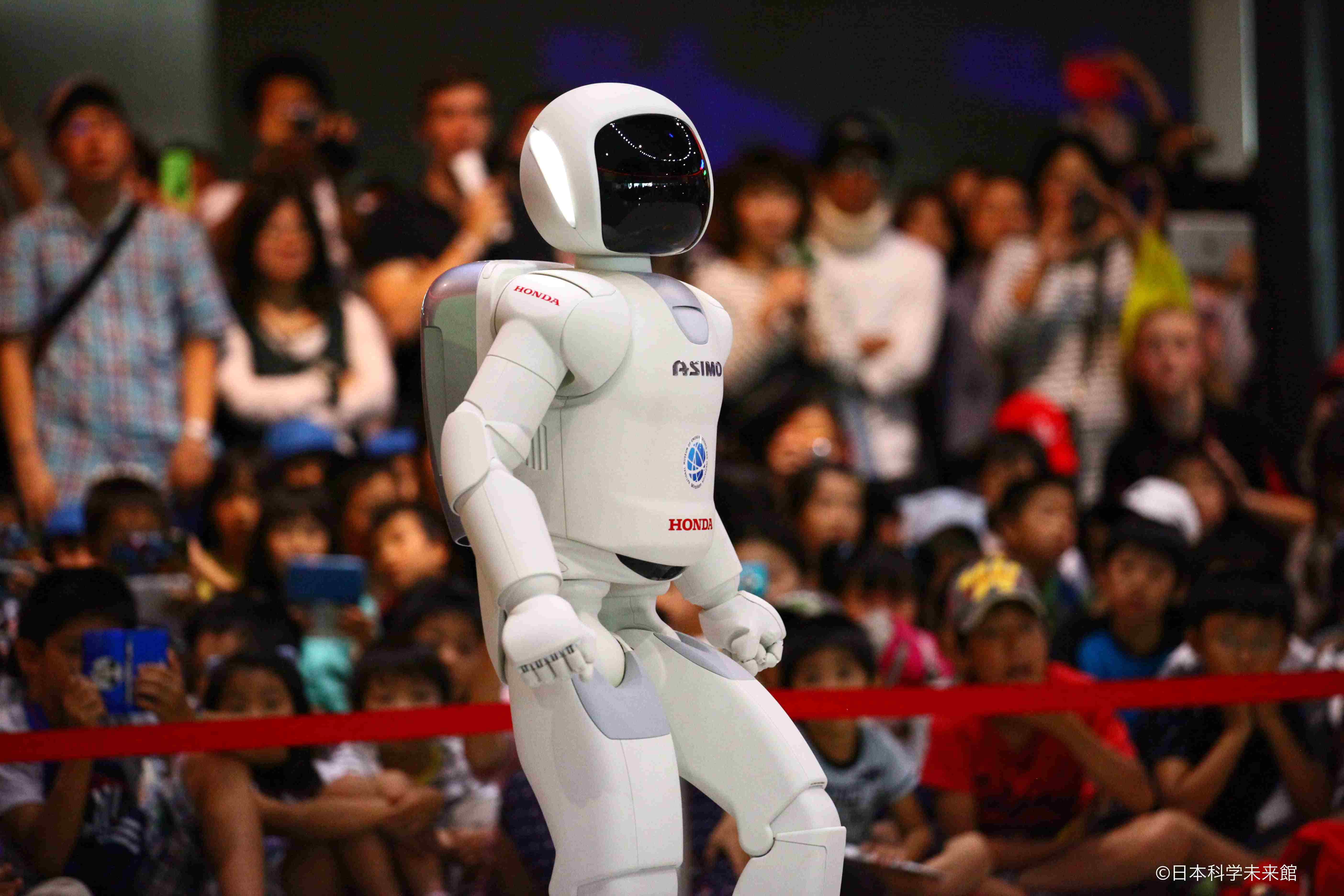 일본 과학 미래관에서 활약하는 ASIMO