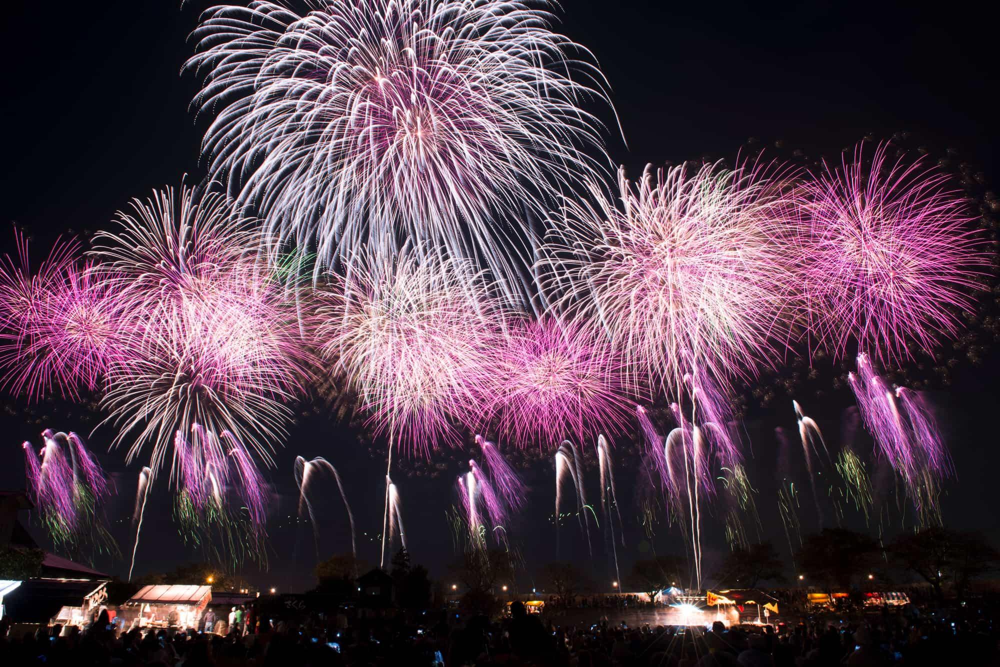 Pemandangan Kompetisi Kembang Api Jepang Tsuchiura