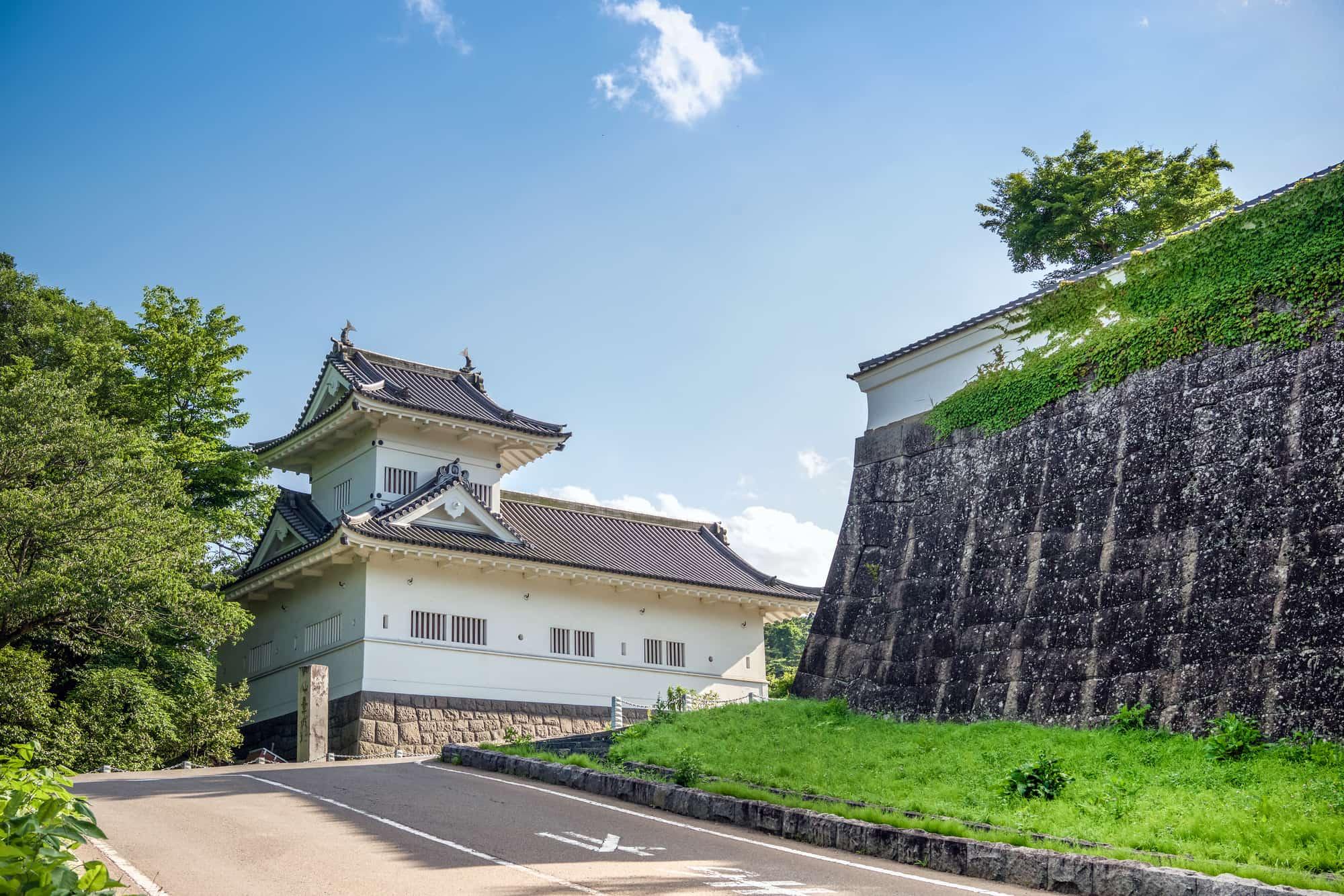 仙台城遺跡的石垣和復原的脇櫓