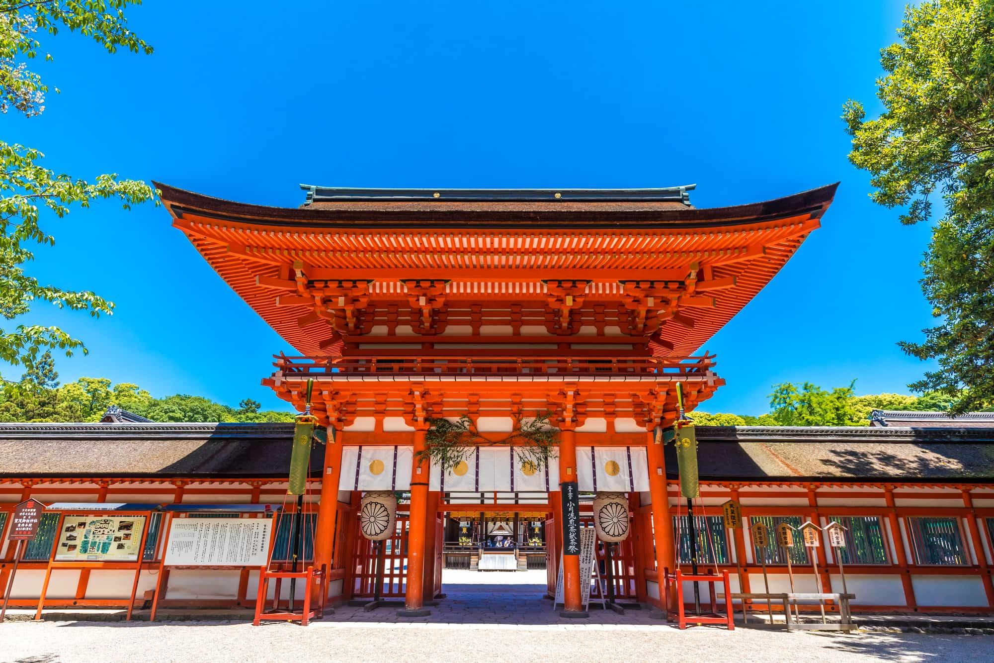 青空下的下鸭神社